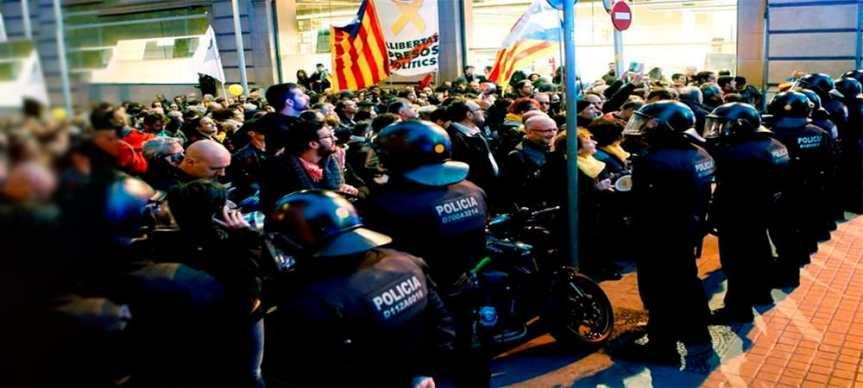 Les Comités de Défense de la République prennent les rues deBarcelone