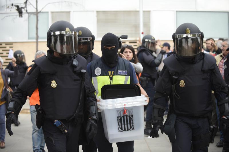 Police espagnole retire urnes 1er octobre