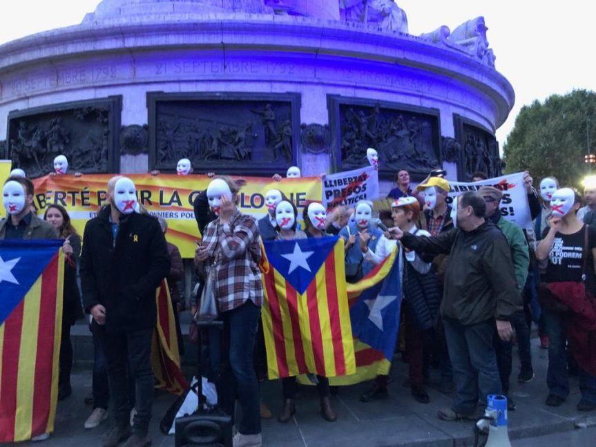 Rassemblement devant l'Ambassade d'Espagne à Paris – Pour la Démocratie enCatalogne